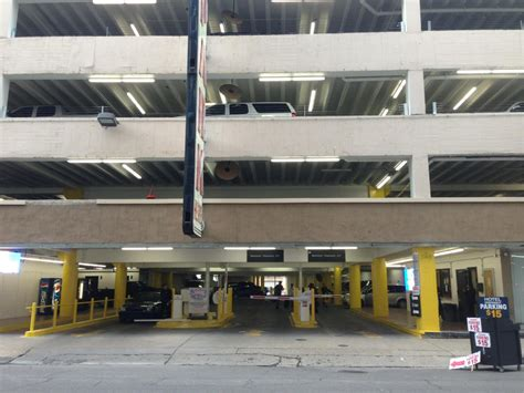 Garage New Orleans by Unipark Garage Parking In New Orleans Parkme