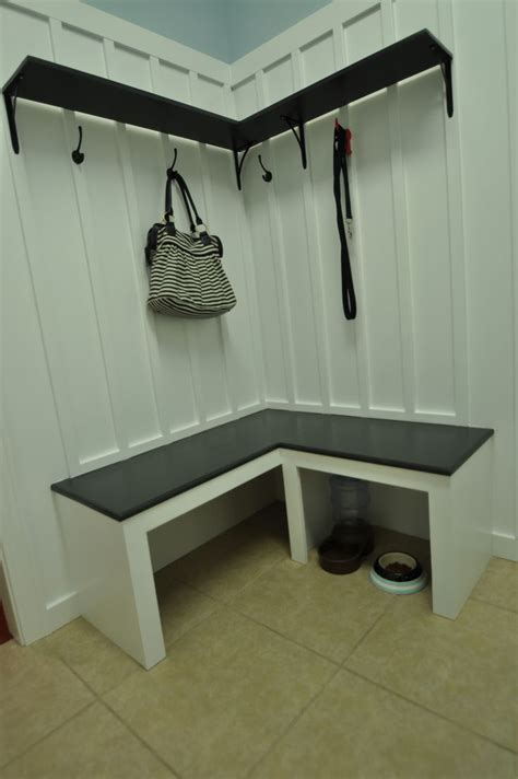 mudroom bench tutorial great for those corner spaces