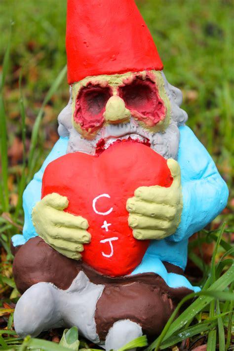decorar jardin para halloween decora con gnomos zombies tu jard 237 n en halloween