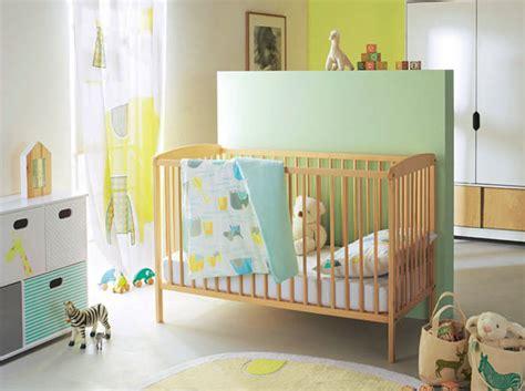 Charmant Deco Chambre De Bebe Garcon #2: Une-chambre-de-bebe-coloree.jpg