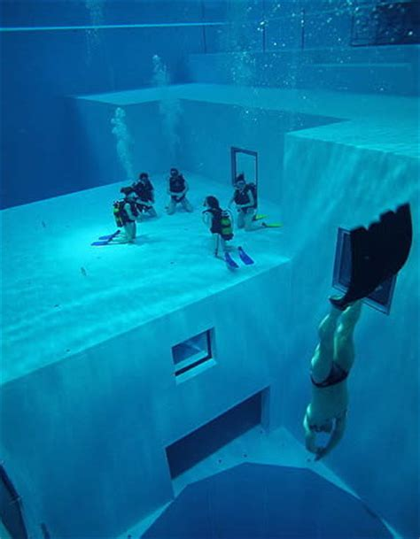 How Many Stories Is 1000 Feet by World S Deepest Swimming Pool 93 3 Wkyq