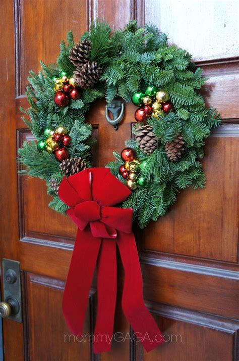 simple holiday home decorating the front door entryway