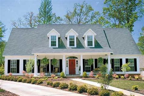 Colonial Style House Plan 4 Beds 2 5 Baths 2603 Sq Ft Southern Style House Plans With Columns