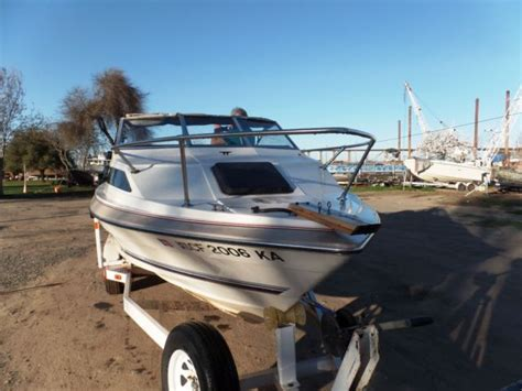 bayliner hits boat 1984 bayliner cx 225 21 ft cuddy cabin boat with tandem