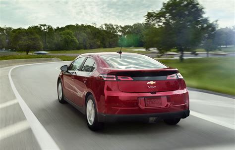 nissan leaf vs chevy volt chevy volt vs nissan leaf which car is the greener option