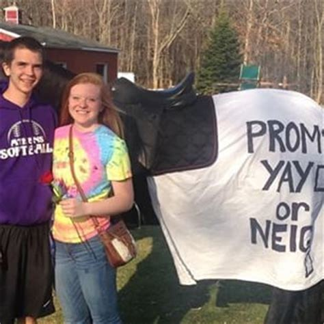 prom proposals for guys 22 seriously adorable prom proposals impossible to say no
