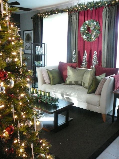 christmas drapes 1000 images about christmas curtains on pinterest