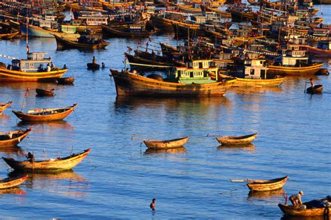 fishing boat for rent in bahrain vietnam image gallery lonely planet