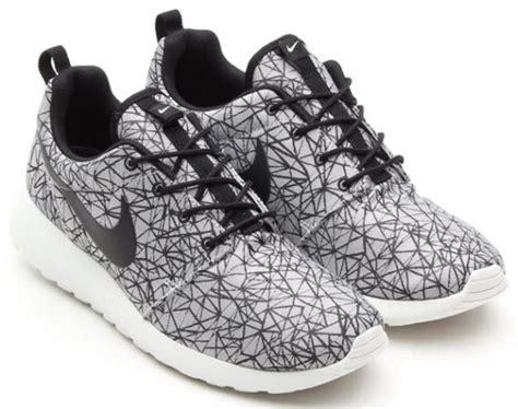 Sepatu Nike Rosherun 2 Black White Premium 1 Nike Roshe Run Gpx Premium White Black Freshness Mag