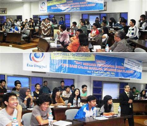 Sukses Menjadi Pramuwisata Profesional seminar kiat menjadi profesional sukses