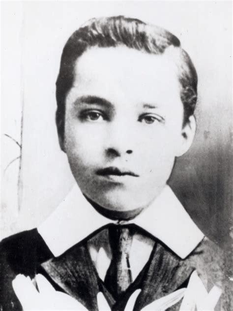 charlie chaplin childhood biography silent stories of a silent hero charlie chaplin