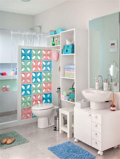 imagenes adornos navideños con piñas como decorar banheiros pequenos