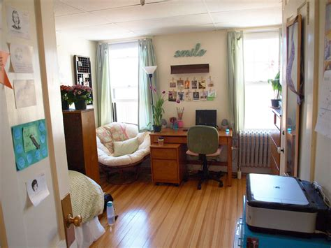 The Lovely Side: Anna's Lovely & Thrifty Room