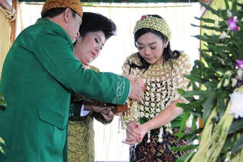 Makna Baju Adat Madura makna ritual siraman pengantin adat sunda dan jawa weddingku