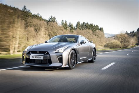 The 2017 Nissan Gt R Is An Absolute Monster Alphr