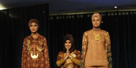 Celana Kain Etnik modifikasi kain etnik jadi busana modern oleh ratu palembang co id