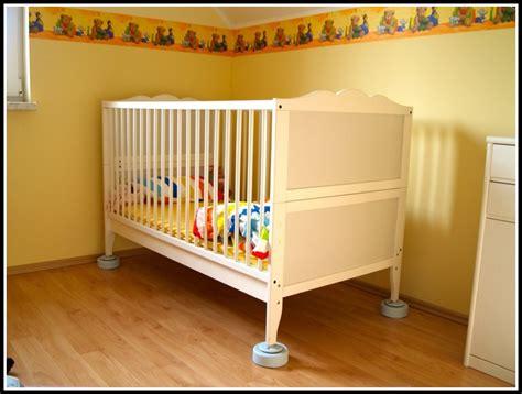 wann baby ins bett bringen baby ins bett bringen ohne stillen betten house und