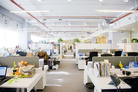 bureau open space espaces de travail les 6 am 233 nagements 224 adopter