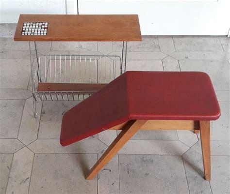 lade century mid century lectuurtafel en een voetenbank met skai