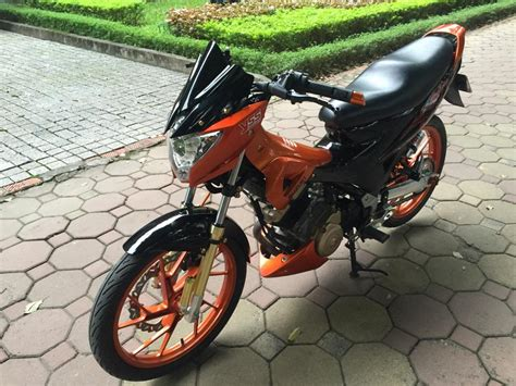 Sayap Spasang Satria Fu Paclipt Warna Hitam modifikasi suzuki satria fu black orange eye catching euy motohits