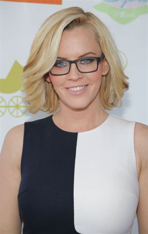 why does megan boone wear a wig why does megan kelly wear extensions fox anchors wear hair
