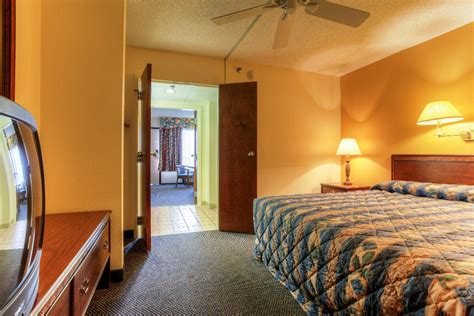 suites in pigeon forge tn with 2 bedrooms two bedroom suites mountain vista inn suites pigeon forge tn