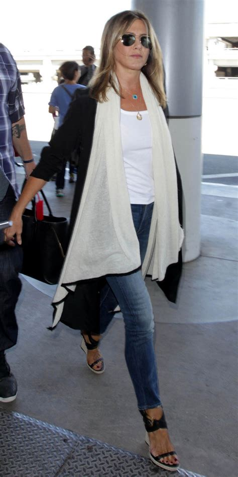 jennifer aniston casual jennifer aniston s airport style at lax instyle