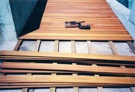 posa di pavimenti pavimenti esterni in legno decking in ticino