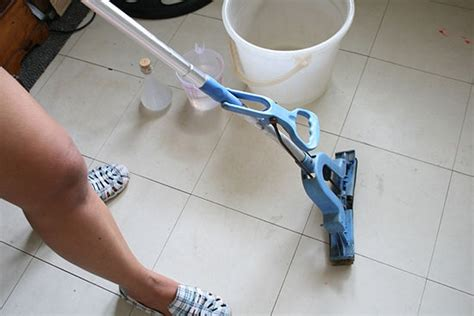 How To Clean Vinyl Floors With Vinegar by How To Clean Vinyl Flooring