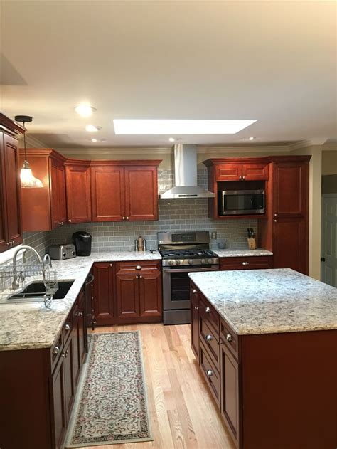 Kitchens With Cherry Cabinets 25 best ideas about cherry cabinets on pinterest cherry