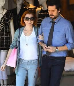 american pie co de férias alyson hannigan and husband alexis denisof go shopping in