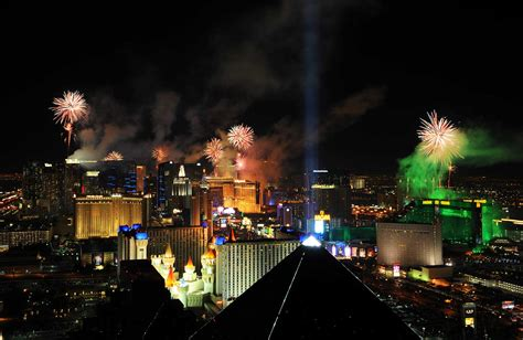 las vegas new years las vegas rings in 2015 with dazzling new year s