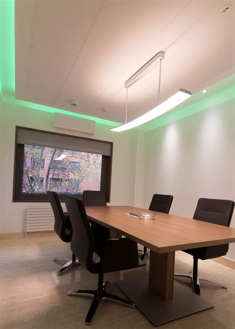 Lu Philips Lhe hm value dise 241 a sus oficinas con las luminarias led de