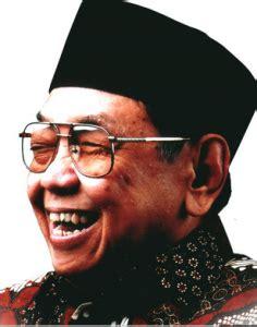 biography text of soekarno biografi singkat dalam bahasa inggris dan artinya contoh