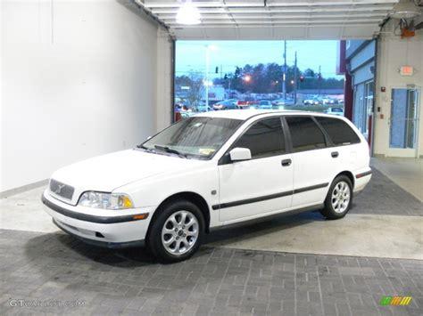 white volvo v40 2000 white volvo v40 1 9t wagon 61075152 photo 30