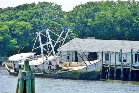 boat rs near wilmington nc sinking boat at holden beach nc scenic north carolina