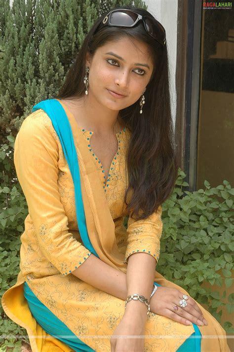 beautiful videos telugu actress aakanksha stills photos actress photos