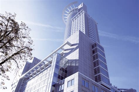 dz bank schweiz dz bank gruppe ordnet immobiliengesch 228 ft neu