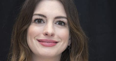 catwoman black actress catwoman actress anne hathaway declares quot all black people