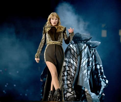 taylor swift concert wristbands 2018 5 coolest things we saw at taylor swift s quot reputation tour