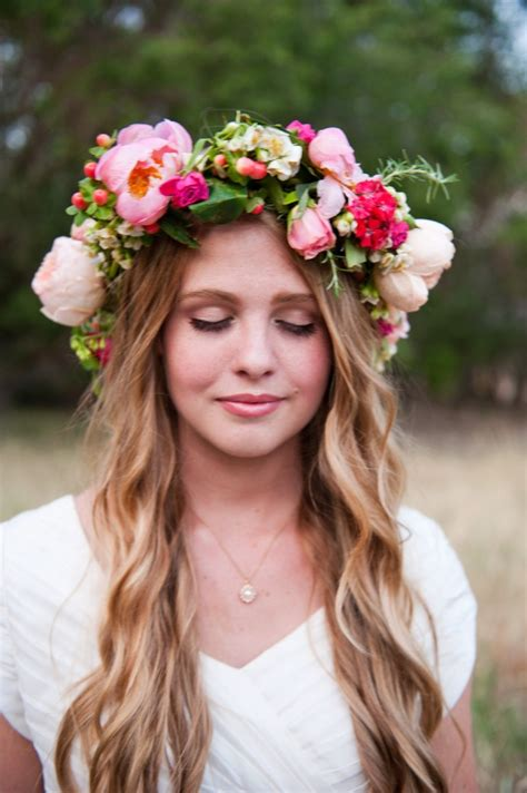 Flower Crown 15 best hairstyles with flower wreaths for fall pretty designs