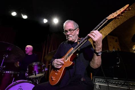 la biografia de el musico javier molina john abercrombie la guerra de la guitarra de jazz contra