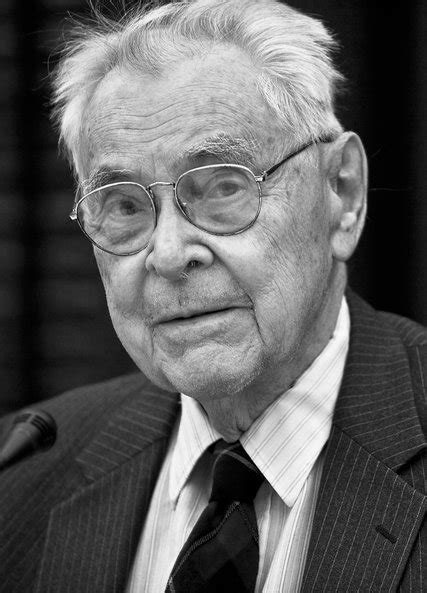 William H. McNeill, Professor and Prolific Author, Dies at