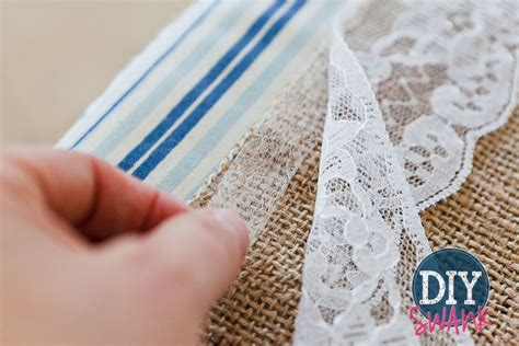 Diy Burlap Table Runner by Diy Burlap And Lace Table Runner Tutorial Diy Swank