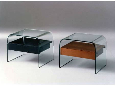 comodini cristallo tavolini in vetro curvato contemporanei e di stile