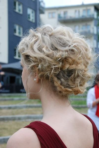 prom hairstyles natural curls curly prom hairstyles stylecaster