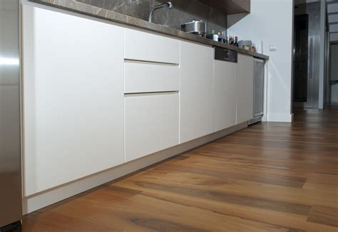 laminate floors in kitchen gurus floor