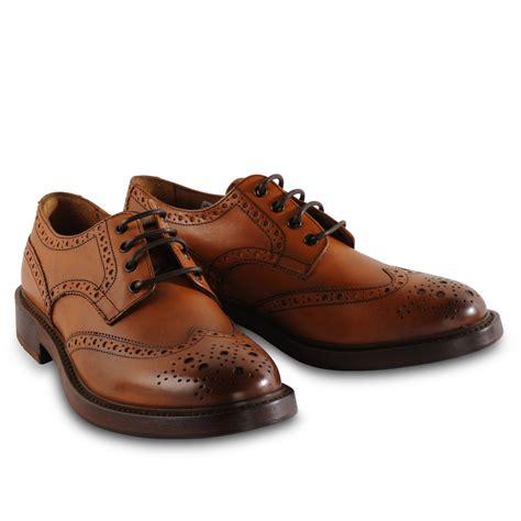 brogue shoes henri lloyd richard classic brogue shoe in brown for