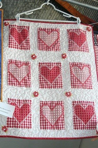 this chicken scratch quilt quilts