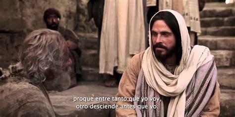 imagenes de jesus sanando un ciego jes 250 s sana a un paral 237 tico en domingo youtube